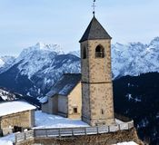 Comelico Superiore, Italiaans Dolomiet San-de kerk van Leonardo royalty-vrije stock foto