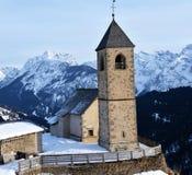 Comelico Superiore, italienska Dolomites San Leonardo-kyrka royaltyfri foto