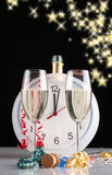 Comemorando o ano novo com champanhe Imagens de Stock