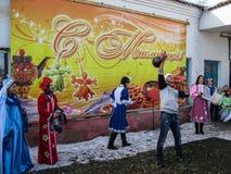 Comemorando o feriado popular Maslenitsa em Rússia imagem de stock royalty free