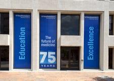 Comemorando o 75th aniversário do centro médico de UTSouthwestern, Dallas texas Foto de Stock Royalty Free