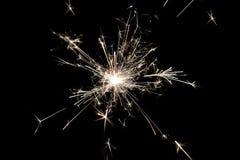 Comemore fogos-de-artifício pequenos do chuveirinho do partido no fundo preto Uso para o Natal e ano novo e a outra celebração Imagens de Stock