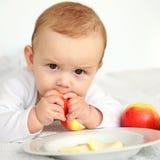 Comendo a maçã Fotografia de Stock Royalty Free
