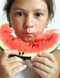 Comendo a melancia Imagem de Stock