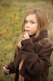Comendo a menina Fotos de Stock Royalty Free