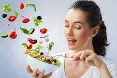 Comendo o alimento saudável Fotografia de Stock Royalty Free