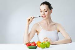 Comendo o alimento saudável Imagem de Stock Royalty Free