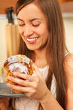Comendo o bolo Foto de Stock Royalty Free