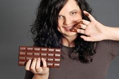 Comendo o chocolate Fotos de Stock