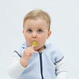 Comendo o lollipop foto de stock royalty free