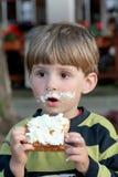 Comendo o waffle. Foto de Stock Royalty Free