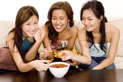 Comendo os Nachos #1 Fotos de Stock Royalty Free