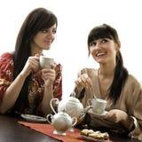Comendo um copo do chá Fotos de Stock Royalty Free