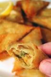Comendo um samosa Fotografia de Stock