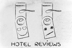 Comentarios de la huésped del hotel: cara elogiosa y poco impresionada Fotos de archivo