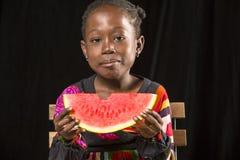 Comer africano da menina fotos de stock