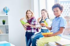 Comer após a lição imagens de stock