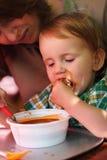 Comer da criança Imagens de Stock