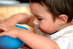 Comer de Little Boy das crianças fotos de stock royalty free