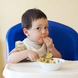 Comer do bebê Imagens de Stock