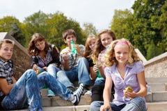 Comer dos adolescentes Foto de Stock