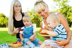 Comer dos bebês fotos de stock royalty free