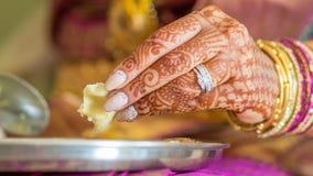 Comer indiano da noiva Fotografia de Stock