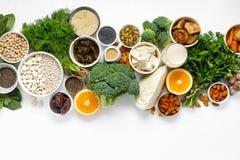Comer limpo do alimento saudável da opinião superior dos vegetarianos do cálcio fotos de stock royalty free