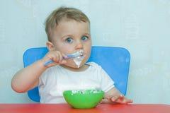 Comer por mim mesmo Foto de Stock Royalty Free