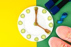 Comer saudável com o exercício e a aptidão que fazem dieta, conceito da perda de peso fotos de stock