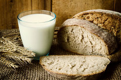 """Comer saudável do †do leite e do pão """" Fotos de Stock"""
