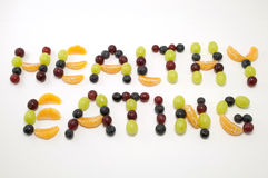 Comer saudável escrito na fruta fresca fotos de stock royalty free
