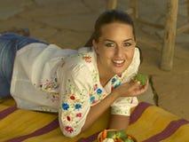 Comer triguenho Healty da beleza Foto de Stock