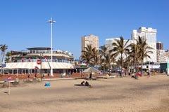 Comercial ed edifici residenziali alla spiaggia del nord Fotografie Stock