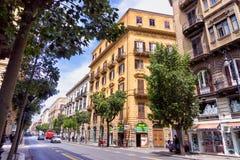Comercialstraat in het Centrum van Palermo in Italië stock foto's