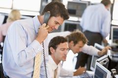 Comerciante conservado em estoque no telefone Fotografia de Stock Royalty Free