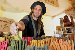 Comerciante da tenda do mercado - incenso fotografia de stock