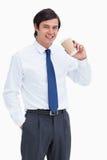 Comerciante de sorriso com copo de papel Fotografia de Stock Royalty Free
