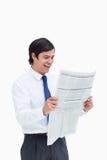 Comerciante de sorriso feliz sobre a notícia Fotografia de Stock