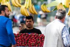 Comerciante grego do fruto Fotografia de Stock