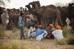 Comerciantes del camello de pushkar Foto de archivo libre de regalías