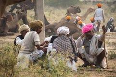 Comerciantes del camello de pushkar Foto de archivo