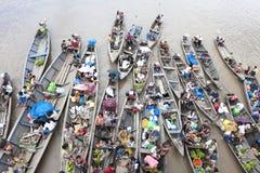 Comerciantes en el Amazonas Foto de archivo libre de regalías