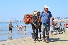 Comerciantes en la playa de Durres Fotos de archivo