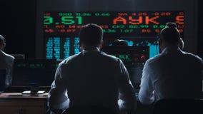 Comerciantes que analisam dados na troca fotos de stock royalty free