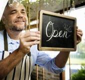 Comercio abierto del negocio de la venta de la tienda de la tienda al por menor fotos de archivo libres de regalías
