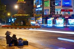 Comercio de calle de la tarde en Vietnam Fotos de archivo