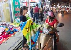 Comercio de la manta de la calle, Vietnam Fotografía de archivo