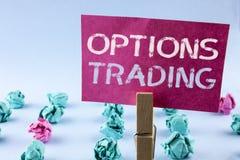 Comercio de opciones del texto de la escritura de la palabra Concepto del negocio para el análisis del mercado de acción de las m Fotografía de archivo libre de regalías