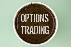 Comercio de opciones del texto de la escritura de la palabra Concepto del negocio para el análisis del mercado de acción de las m Imagen de archivo libre de regalías
